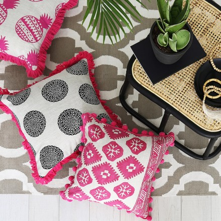 hot_pink_tribal_aztec_cushion_2